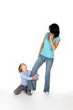 большая нога меньшяя вытягивая сестра sis Стоковая Фотография
