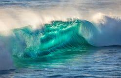 Большая океанская волна в красивом свете Стоковые Изображения RF