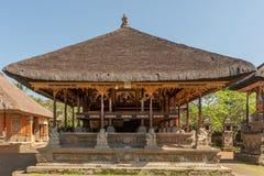 Большая открытая святыня с алтаром на виске Batuan, Ubud, Бали Индонезии стоковая фотография