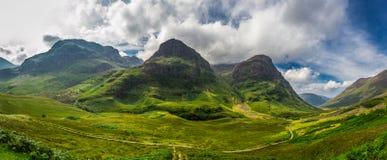 Большая панорама внутри в гористых местностях Шотландии стоковое изображение