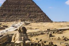 Большая пирамида Гизы и сфинкса, Каира, Египта стоковые фото