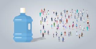 Большая пластиковая бутылка над работниками занятия группы людей различными смешивает гонку работники толпятся концепция доставки бесплатная иллюстрация