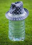 Большая пластичная шляпа свежей воды бутылки Стоковое Изображение RF