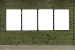Большая пустая афиша на стене улицы, знамена с комнатой добавить стоковые изображения rf