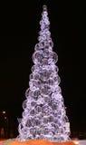 Большая рождественская елка в ноче Стоковое Изображение