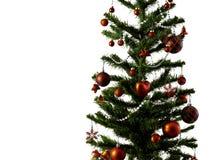 Большая рождественская елка украшенная со звездами и красивые красные шарики празднуют фестиваль стоковые фото