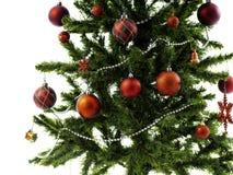 Большая рождественская елка украшенная со звездами и красивые красные шарики празднуют фестиваль стоковое изображение