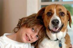 большая собака мальчика Стоковая Фотография RF