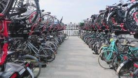Большая стоянка велосипеда сток-видео