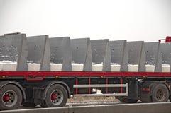 Большая тележка с бетонными плитами стоковая фотография rf