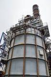 Большая химическая емкость на нефтеперерабатывающем предприятии стоковое изображение rf