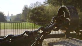 Большая цепь в парке Sempione сток-видео