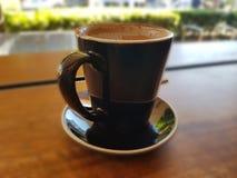 Большая чашка latte кофе стоковые фотографии rf