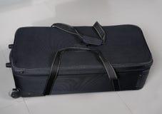 Большая черная сумка перемещения с путем и колесами клиппирования Стоковое Изображение
