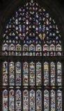 Большее восточное окно, самая большая ширь средневекового цветного стекла в Великобритании на Ист-энде монастырской церкви Йорка, стоковые фотографии rf