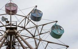 Большее колесо Ferris с кругом, красочными кабинами с напечатанными животными Размещенный в земле взгляда Amanohashidate, Miyazu, стоковые фото