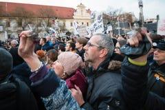 Больше чем 60 тысяч люди держат антипровительственное ралли в Братиславе, Словакии 16-ого марта 2018 Стоковое Фото