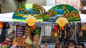Большие африканские красочные вентиляторы на продаже стоковые изображения