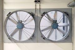 Большие вентиляторы в технических зонах здания и подземной стоянки стоковая фотография