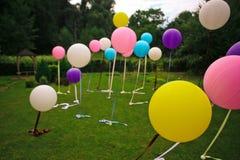 Большие воздушные шары других цветов на праздник стоковое фото rf