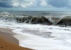 большие волны берега Стоковое Изображение