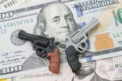 Большие деньги в концепции оружейной промышленности, политике управления орудием в объединенном Стоковые Изображения