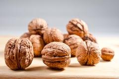Большие и малые, все и прерванные грецкие орехи Стоковое Изображение RF