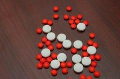 Большие красные и белые пилюльки Стоковая Фотография