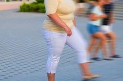 большие люди отставют гулять Стоковая Фотография