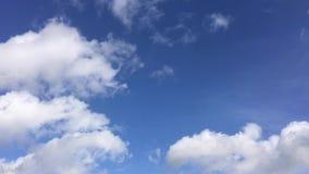 большие облака белые сток-видео