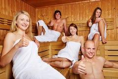 Большие пальцы руки вверх в смешанном sauna Стоковые Изображения