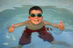 большие пальцы руки пловца вверх Стоковые Изображения RF