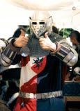 большие пальцы руки рыцаря вверх Стоковые Изображения RF