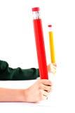 большие руки девушок крупного плана держа карандаш 2 Стоковое Изображение