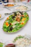 Большие рыбы на таблице во время события ресторанного обслуживании доставка с обслуживанием шведского стола Стоковая Фотография RF