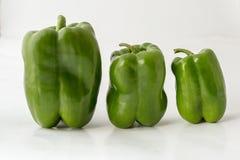 Большие, средств, малые зеленые перцы Стоковая Фотография
