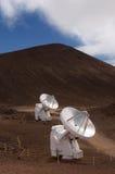 большие телескопы радио mauna kea острова Гавайских островов Стоковая Фотография