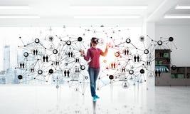 Большинств новые развлечения и социальные техники связи в пользе Мультимедиа бесплатная иллюстрация