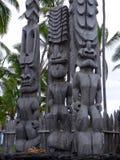 """3 больших деревянных скульптуры Tiki в национальный парк uhonua o Honaunau Pu """", большой остров, Гаваи стоковые фото"""