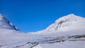 2 больших снежных горы около приполюсного круга Стоковая Фотография