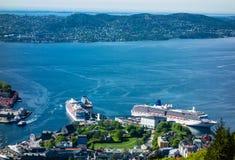 2 больших туристического судна около центра города Бергена Стоковое Фото