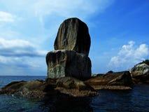 2 больших штабелированного камня Размещенный в Koh Lipe, Таиланд Стоковое фото RF