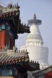 Большое белое буддийское dagoba в Пекине. Стоковые Фотографии RF