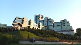 Большое зеленое здание в современном стиле в Казани стоковые фото