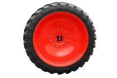большое изолированное колесо трактора Стоковая Фотография