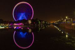 Большое колесо Монреаля вечером Канады стоковые изображения