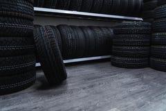 Большое количество автошин автомобиля Магазин автошины автомобиля Стоковое Фото