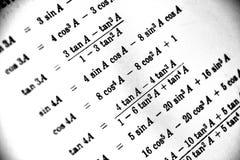 Большое количество математических формул на белой предпосылке стоковые изображения rf