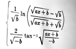Большое количество математических формул на белой предпосылке стоковое изображение rf