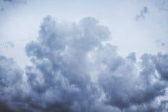 Большое курчавое бурное облако Небо перед rain_ Стоковое Изображение